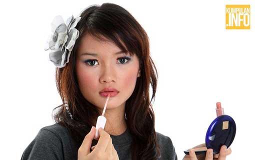 Trik Make Up agar Terlihat Cantik dan Muda